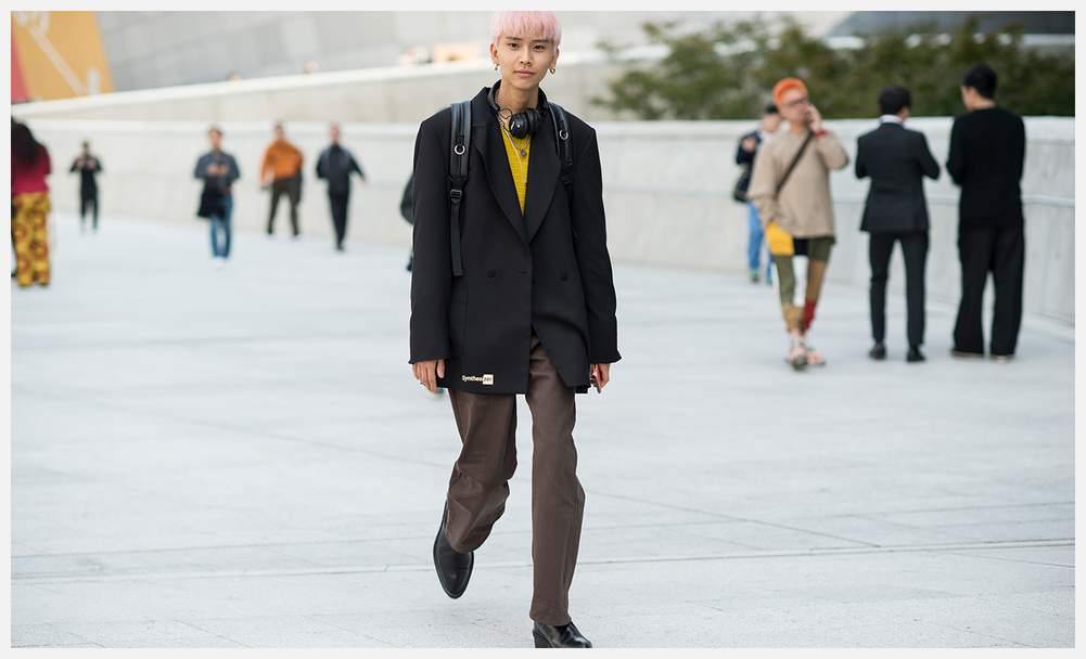 a39c70b8cbc The Best Street Style From Seoul Fashion Week
