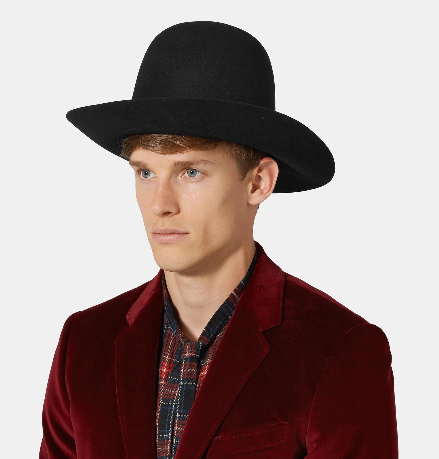 What underwear does William Beckett wear?