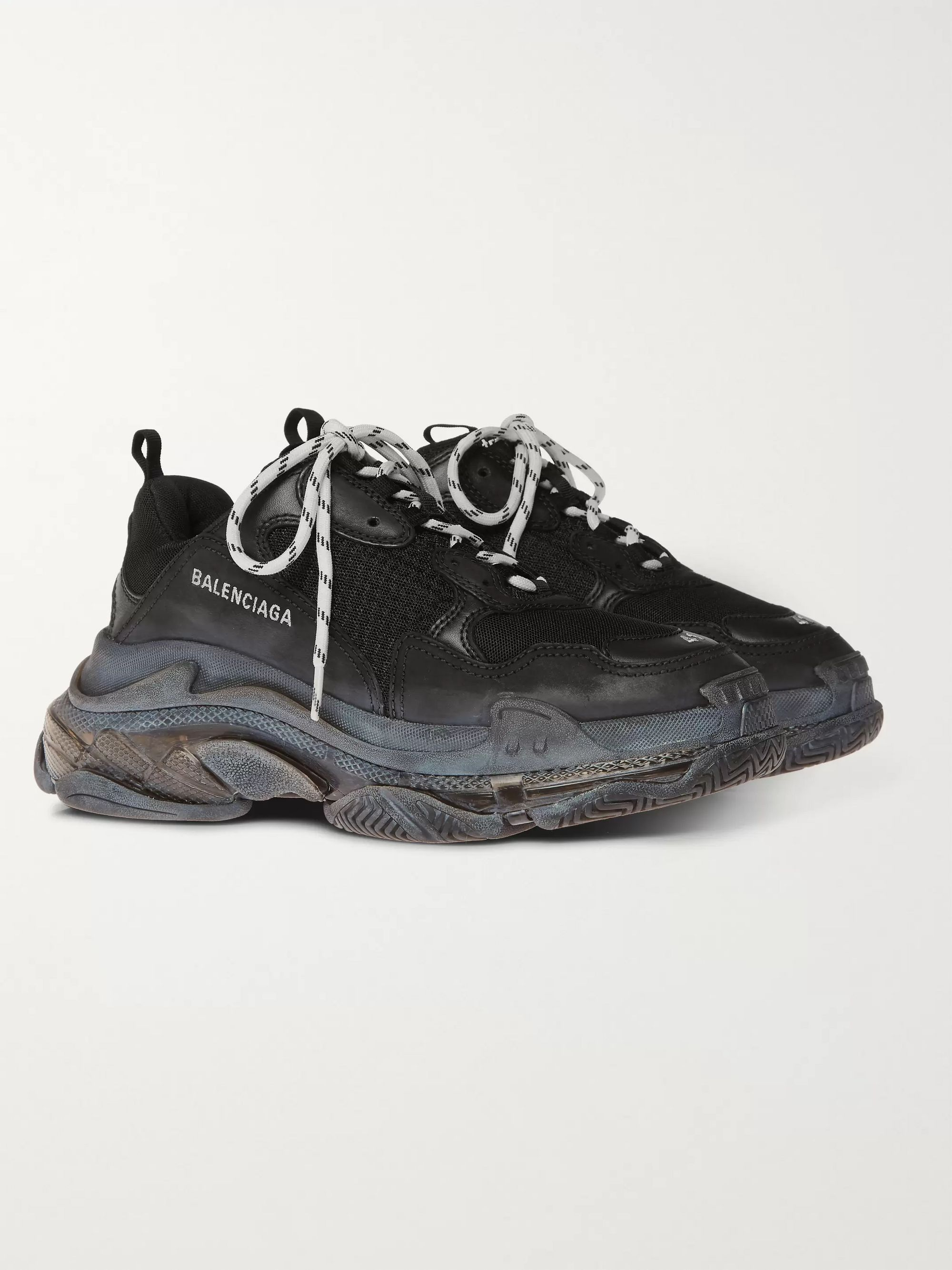 Balenciaga Triple S On Foot Sinema videoları