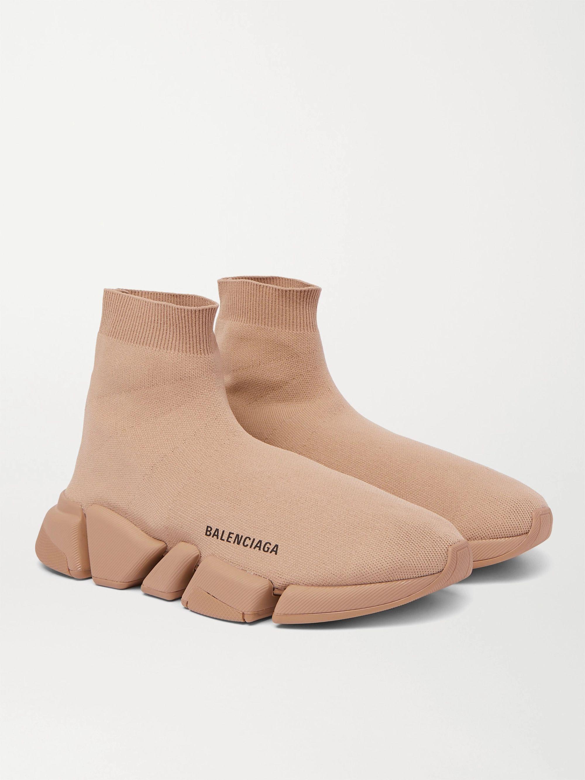 발렌시아가 스피드러너2 남성용 - 베이지 Balenciaga Speed 2.0 Logo-Print Stretch-Knit Slip-On Sneakers,Beige