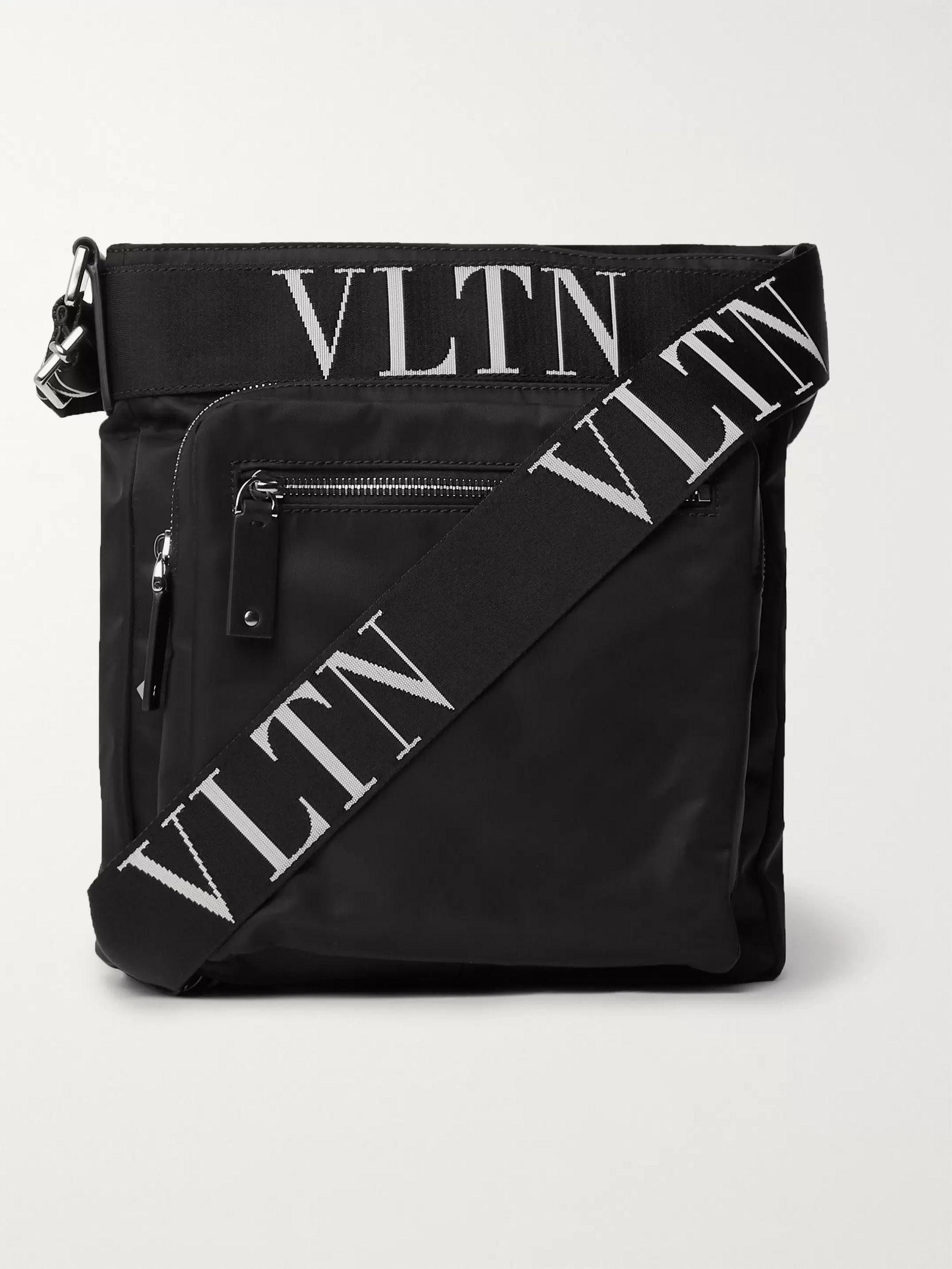 발렌티노 락스터드 메신저백 Valentino Garavani Rockstud Logo Webbing-Trimmed Nylon Messenger Bag,Black