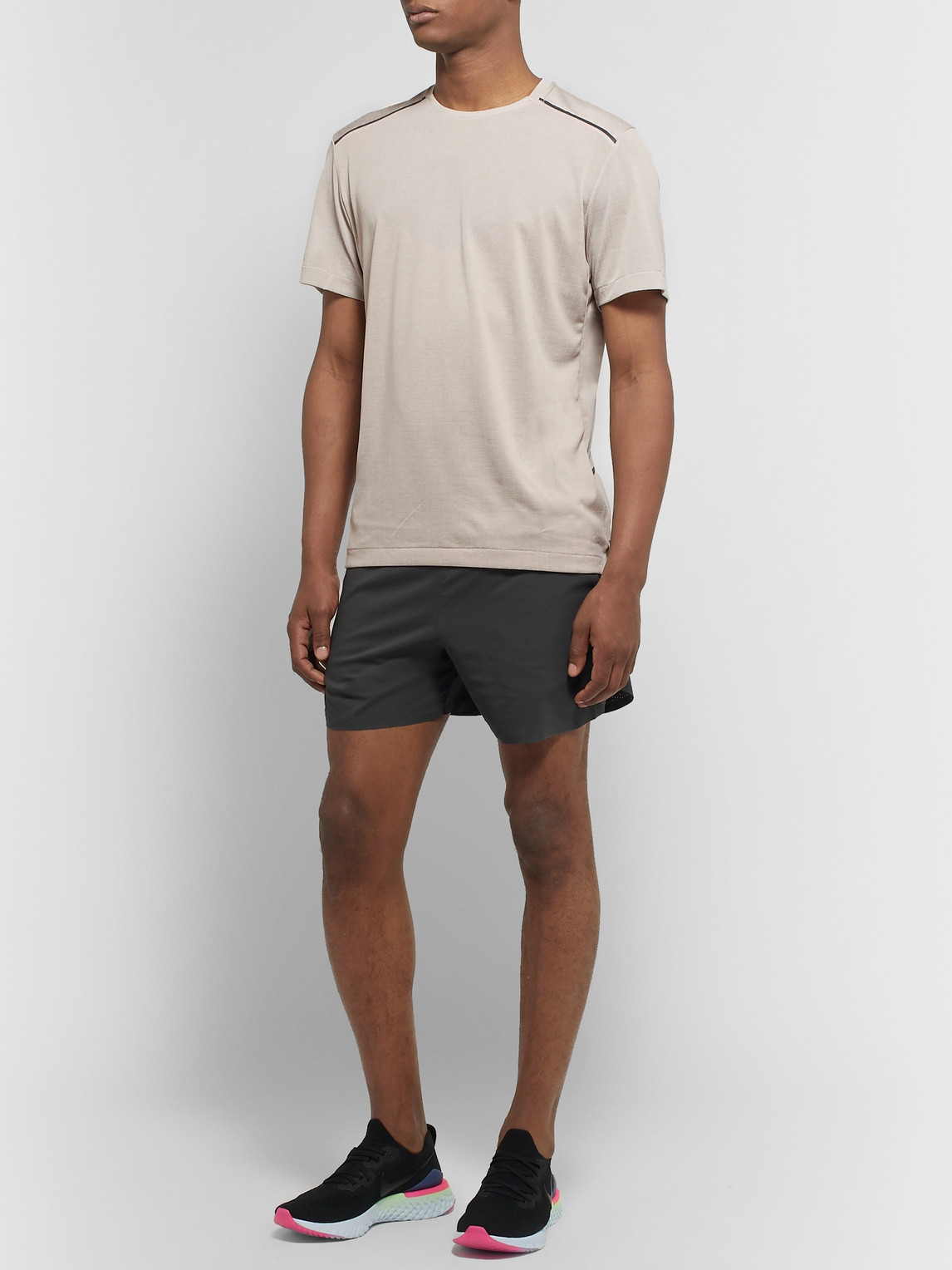 Nike Shorts TECH PACK PERFORATED STRETCH JACQUARD