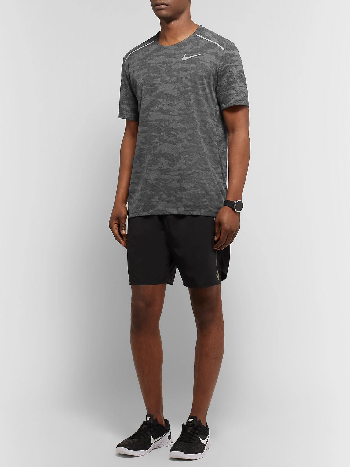 Nike Tops RISE 365 PERFORATED CAMOUFLAGE