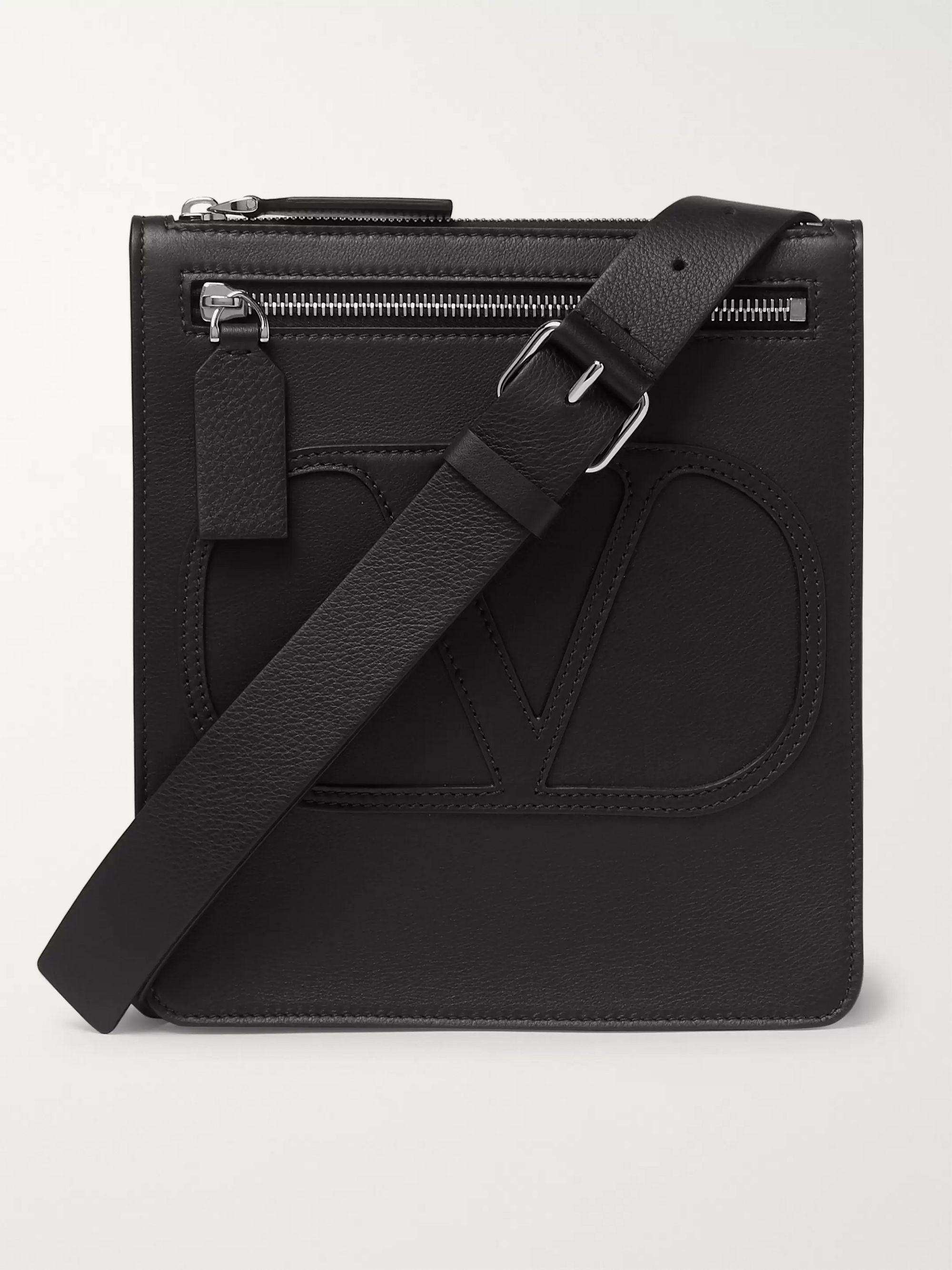 발렌티노 락스터드 메신저백 Valentino Garavani Logo-Detailed Leather Messenger Bag,Black